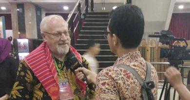 Pastor Leo Joosten OFMCap. Kembali Menerima Anugrah Budaya