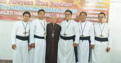Misa Perdana RP Petrus Sidabalok, Pastor OMI dari Saribudolog